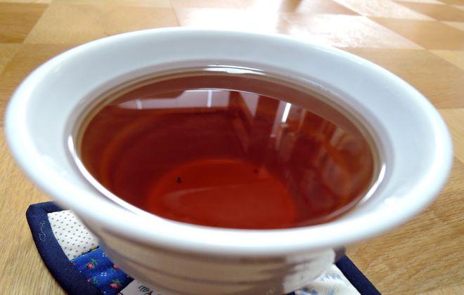 グァバ茶の味は薄いウーロン茶という感じです。