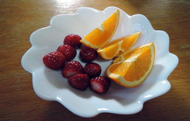 2型糖尿病の食事制限中の朝食(いちごとオレンジ)