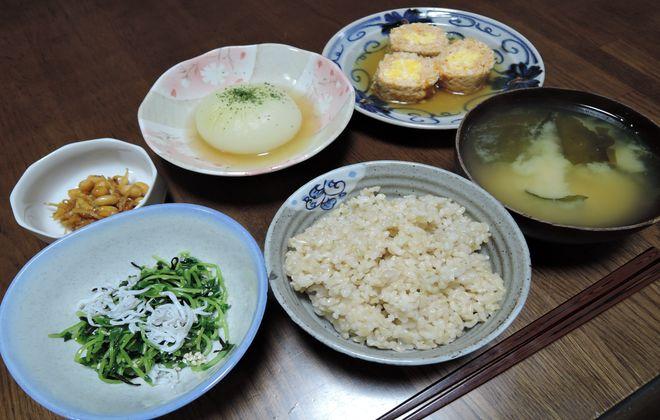 新玉ねの丸ごと煮と玄米ご飯