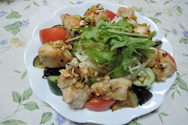鶏胸肉と野菜のピリ辛だれ