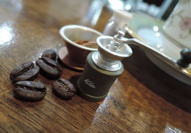 ニコアンド カリタのガチャガチャ(コーヒーミルと銅メジャーカップ)