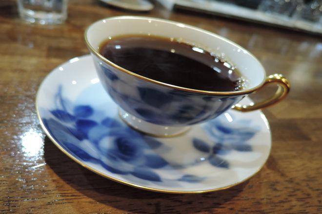 大倉陶園のカップ&ソーサー(ブルーローズ)