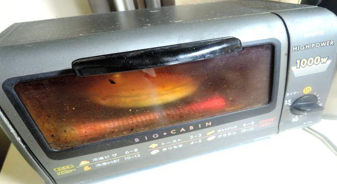 加熱中のオーブントースター