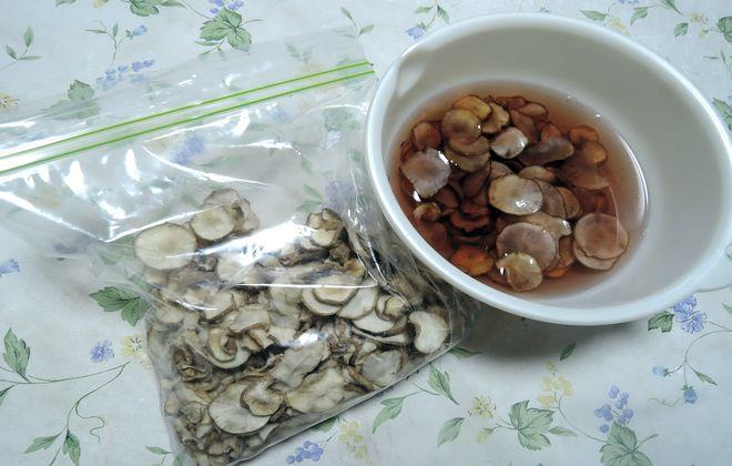 乾燥菊芋を水で戻す