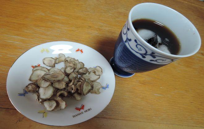 乾燥菊芋とアイスコーヒー