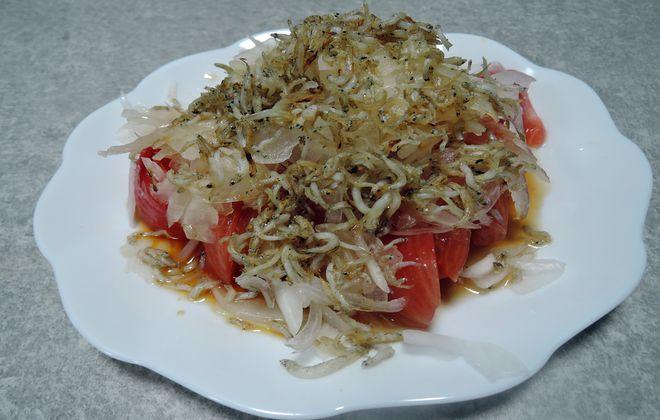 新玉ねぎとトマトとカリカリしらすのサラダ