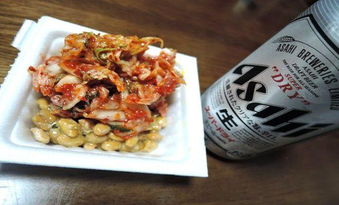 缶ビールとキムチ納豆