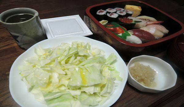 寿司と生キャベツ