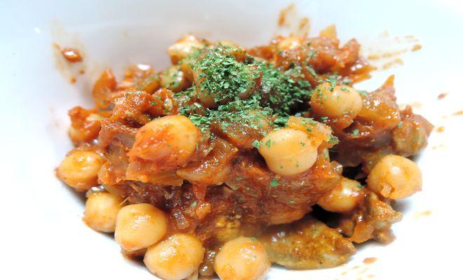 ひよこ豆と豚レバーのピリ辛トマト煮