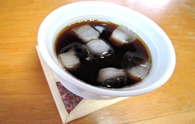 焼き物のコーヒーカップ