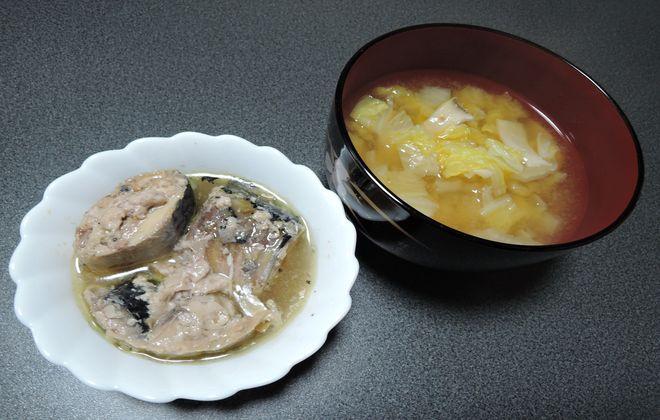 サバの水煮缶と味噌汁