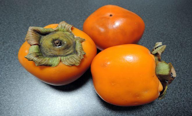 渋柿を焼酎に漬けた甘柿